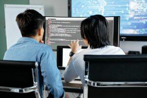 usługi it dla firm Informatyczna obsługa firm a RODO. Zdjęcie autorstwa Mikhail Nilov z Pexels